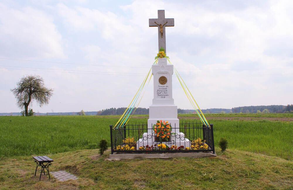 Kapliczka Krześniaków po renowacji