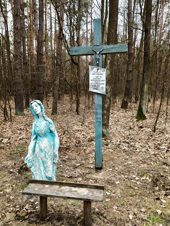 Karolin - krzyż upamiętniający jedną z ofiar - Jana Gaudina