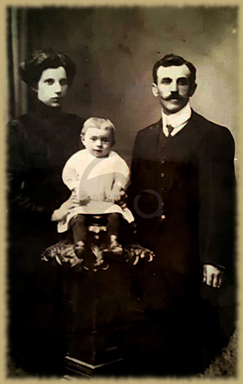 Rodzina Życzyńskich. Po lewej stronie Maria Życzyńska.